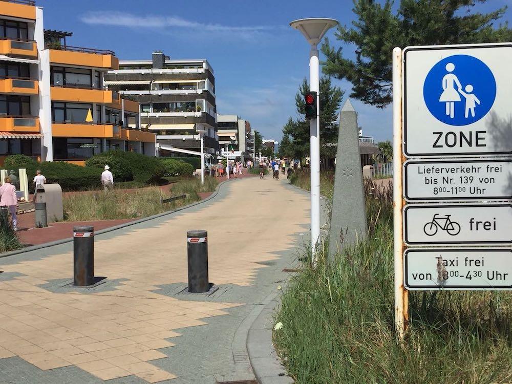 Strandallee in Scharbeutz