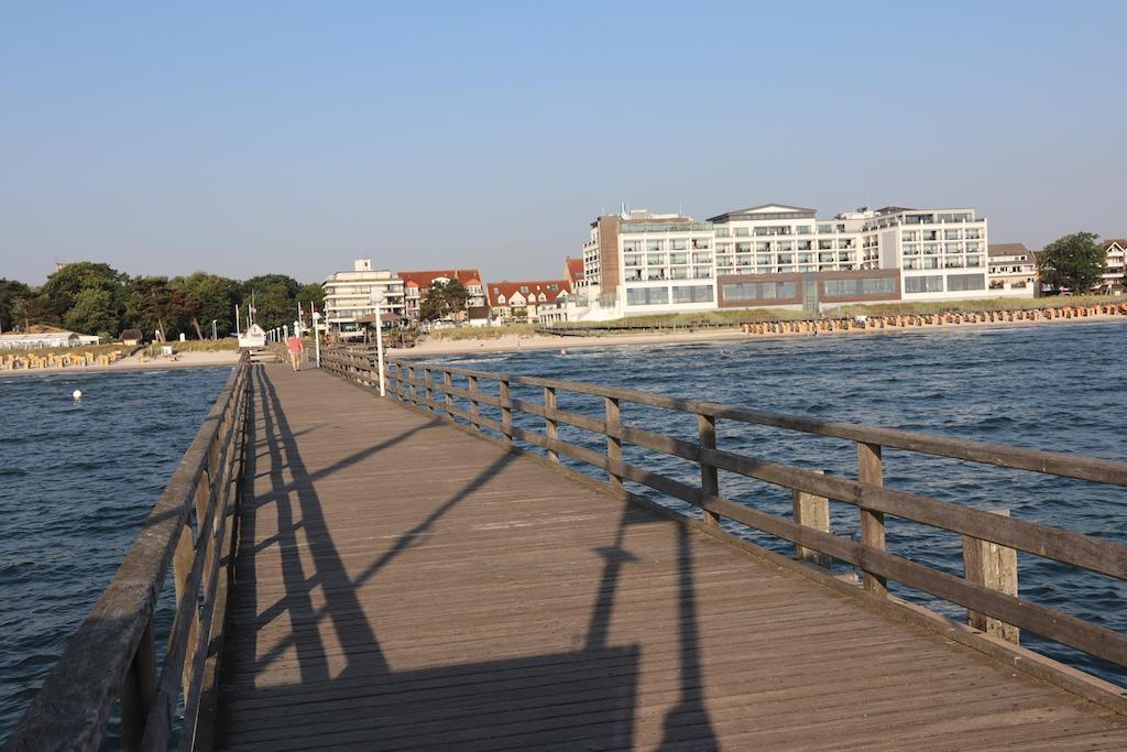 Die Seebrücke mit dem Blick auf das Bay Side Hotel